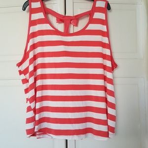 SALE! Short top with bow on back